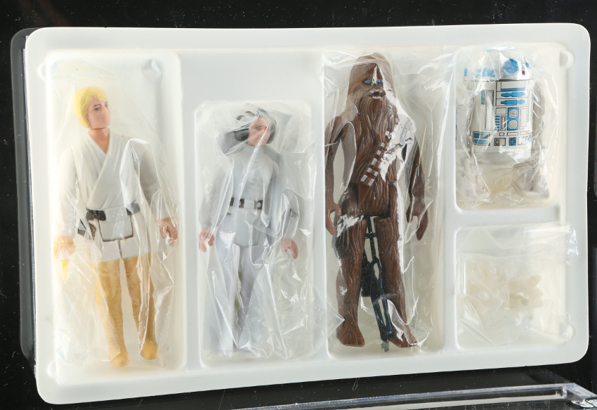 The Star Wars 'early bird' set included The early bird sets contained Luke Skywalker, Princess Leia, Chewbacca and R2-D2