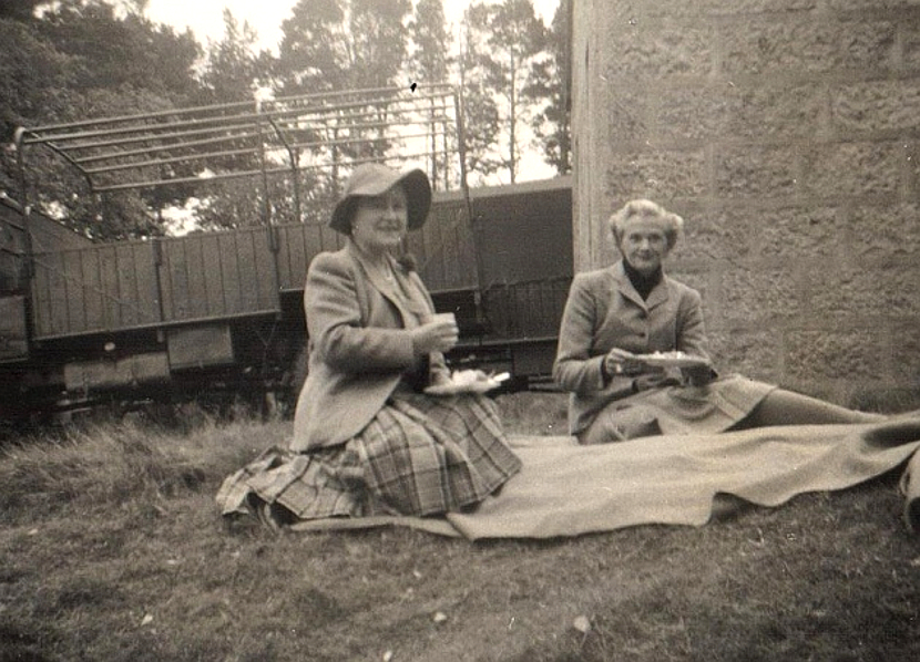 The Queen Mother and Daphne Du Maurier relaxing at a picnic