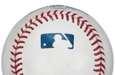 Barry Bonds' record-setting 762nd career home run baseball could sell for up to $750,000 next month.