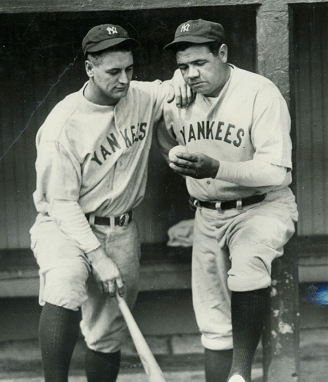 Babe Ruth shows teammate Lou Gehrig his 500th home run ball, in a 1929 press photograph (Image: SCP Auctions)
