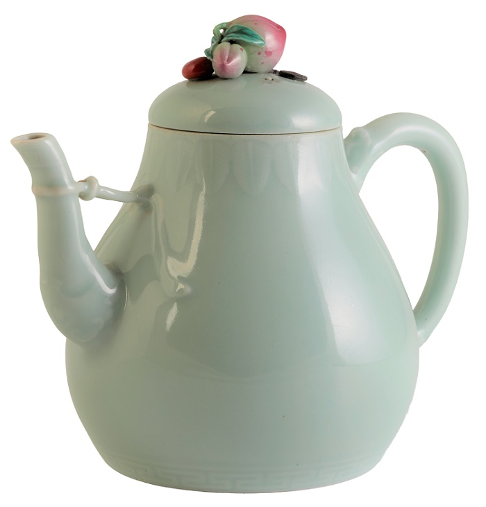 The Celadon glaze pear-shaped Qianlong teapot, sold at Duke's in Dorset for £1 million (Image: Duke's)
